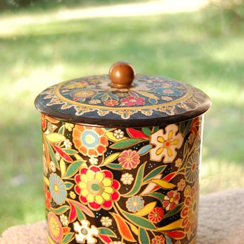 A Pretty Tin - Kitchen