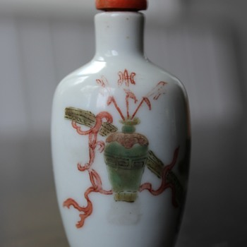 Shun Chih Flower Vase Snuff Bottle