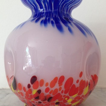 Kralik pink opalescent ball form vase with spatters