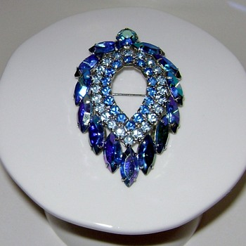Sarah Coventry Brooch - Blue Lagoon