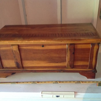 Very nice small Cedar Chest only 28 inches - Furniture