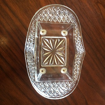 Footed Oval, Rectangle Center, Approx 8,5 x 6 inch, Dish