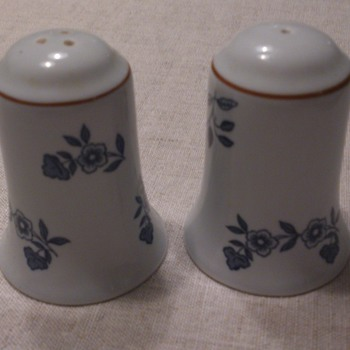 Rörstrand Ostindia salt and pepper shakers - Art Pottery