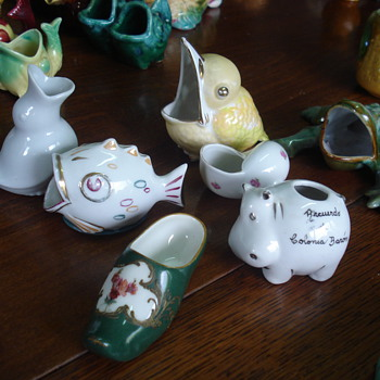 Big collection of small dishes for olive pits - Art Pottery