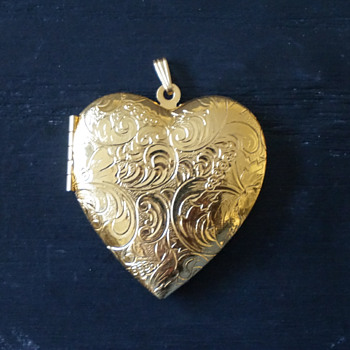 Vintage Avon Gold Tone Polished Heart Locket - Costume Jewelry