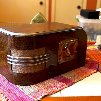 Truetone D1215 Tube Radio Metal Wood Grain Case by Western Auto, 1938 - Art Deco