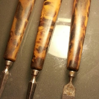 3x Antique Pieces of Nail Trimmings made out of Massive Tortoise Shell - Victorian Era