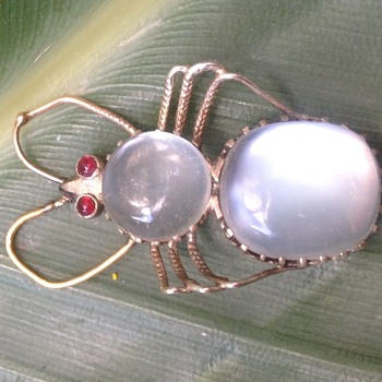 Gold moonstone insect - Fine Jewelry