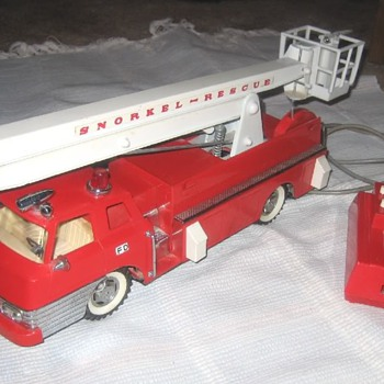 Excellent 1960s-era B/O Fire Engine sold exclusively by SEARS.
