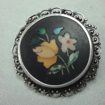 Floral Pattern Pietra Dura brooch in Silver Setting