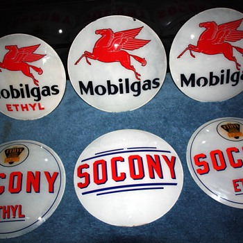 Porcelain mobilgas and socony oil globes - Signs