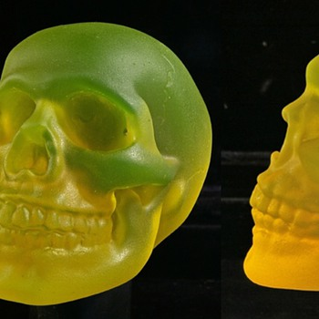 Kiln Cast, Uranium Skull By Donn Salt, NZ - Glassware