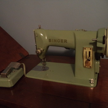 Vintage Singer Sewing Machine and Desk - Sewing