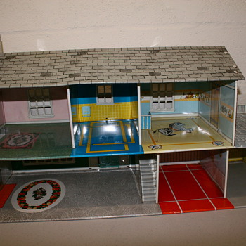POSSIBLE MARX TIN DOLL HOUSE TWO STORY - Dolls