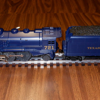 Lionel 721 Locomotive & Tender Car - Model Trains