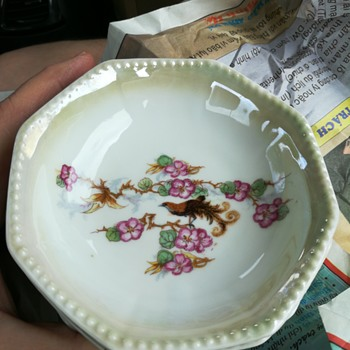 Otto Grunert Kahla porcelain lusterware bowls ?
