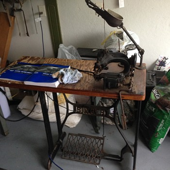 Unknown Sewing Machine: HELP
