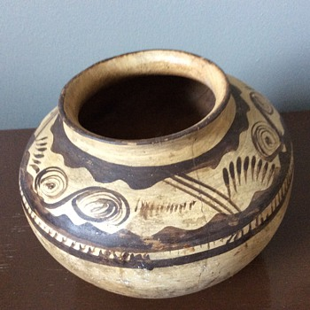 Native American or Canadian pottery