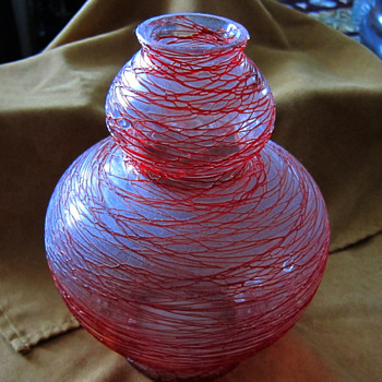 Unsigned - Red thread medium size milky vase - Art Glass