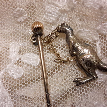 Antique 9ct gold stick pin with kangaroo - Fine Jewelry