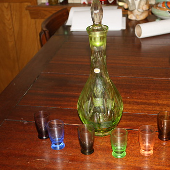 Beautiful old decanter with glasses - Bottles