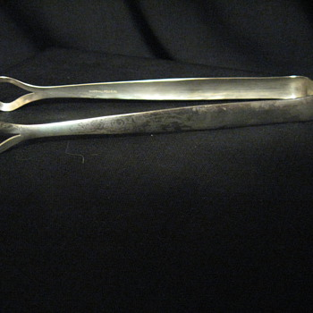C.1940S-1950S  MARSHALL FIELD &amp; CO ICE CUBE TONGS SILVERPLATED