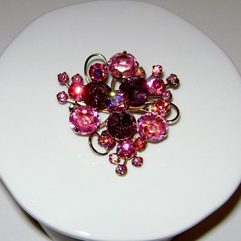 Unsigned Brooch - Costume Jewelry