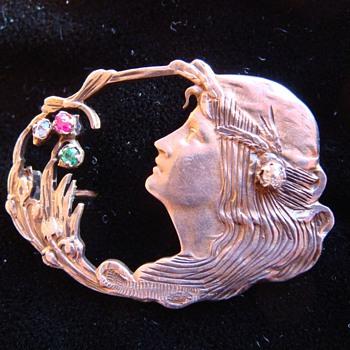 Art Nouveau brooch