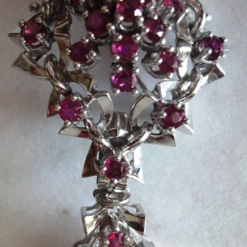 14 K white gold Ruby brooche/pendant combination