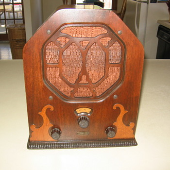 Remler Minuette Mini  Miget Cathedral Tube Radio Model 21 from 1932 - Radios