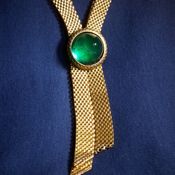 A beautiful emerald glass and mesh necklace!