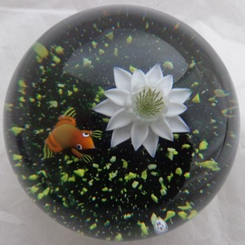 Baccarat Paperweight Frog & Lily 1981 - Art Glass