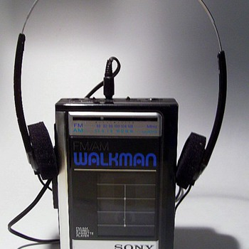 1980's WALKMAN with Original Headphones - Electronics