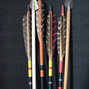 OLD ARROWS WITH FEATHERS 