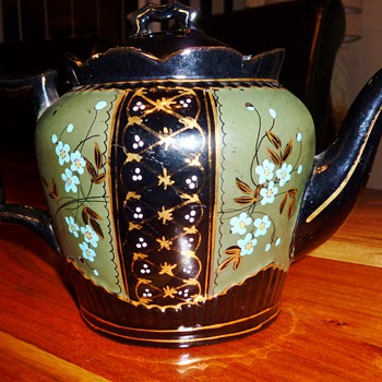 Any Help please with ID for this tea pot