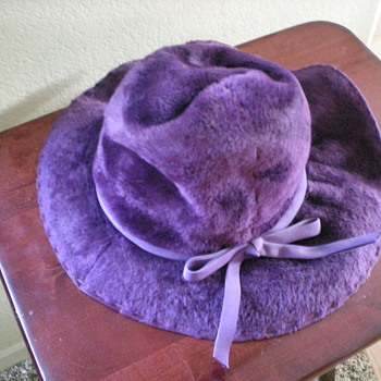 Women's antique hat