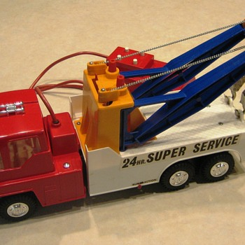 Battery-Operated Twin-Boom 24-Hour Super Service Tow Truck - Toys