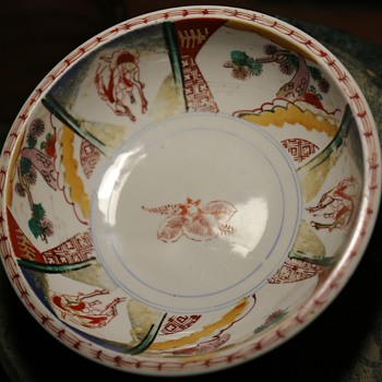 Imari Bowl - Thick and nicely painted - Pottery