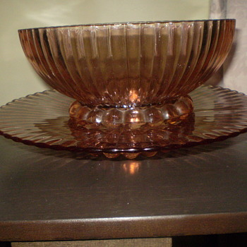 pink ribbed bowl and plate (Salver)