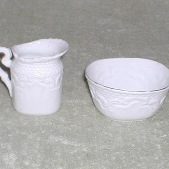China sugar bowl & creamer set