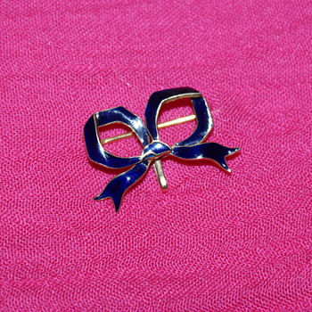 Victorian Gold Bow Pin with blue Enamel - Fine Jewelry