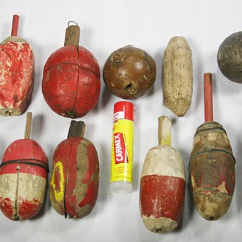 Assortment Of Old Wooden Fishing Bobbers - Fishing