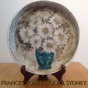 FRANCES JONES STUDIO PLAQUE c. 1963 - Pottery