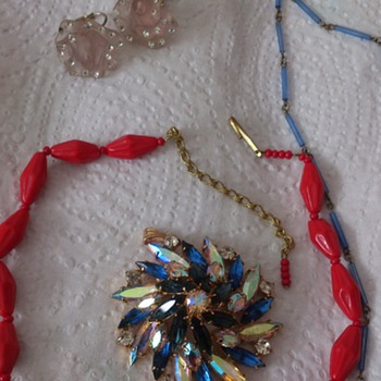 First flea market of the year, red glass necklace and 1950s-1960s pendant - Costume Jewelry