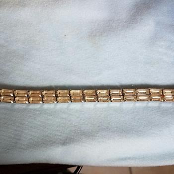 Lovely Vintage WEISS  Bracelet - subtle but elegant - Costume Jewelry