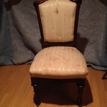 Can anyone help me identify this chair???  - Victorian Era