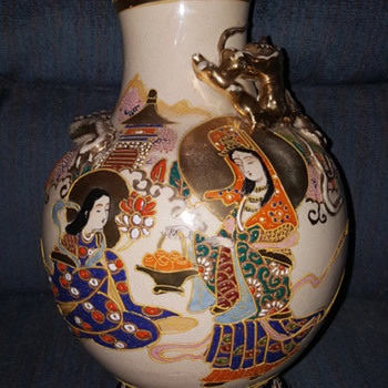 Is this vase old?