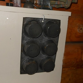 Gray Graniteware Muffin Pan