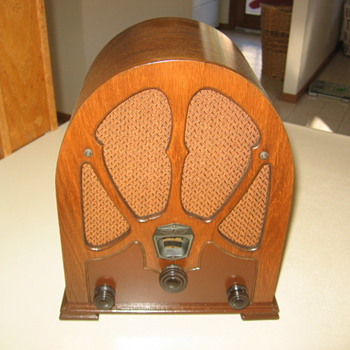  Los Angeles Pee Wee Mini Cathedral Tube Radio Unknown Maker - Radios