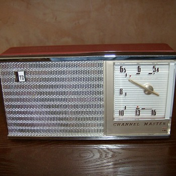Early 60's Channel Master Transistor Radio - Radios